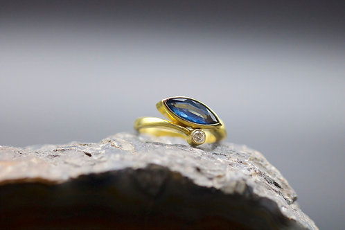 Marquise Cut Sapphire Ring (06692)