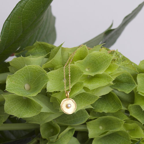 Small Gold Dish Pendant (06588)