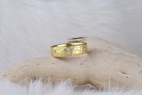 Hammered Gold Ring with Diamonds (02902)