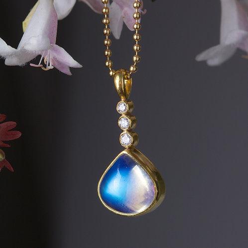 Moonstone and Diamond Pendant (05916)