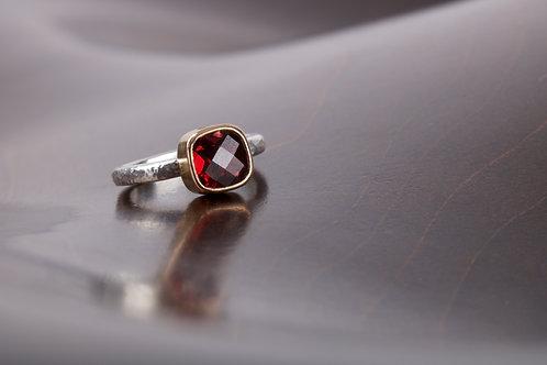 Garnet Ring (05752)