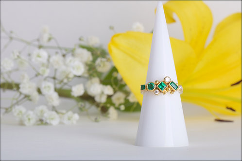 Emerald Gold and Diamond Ring (06499)