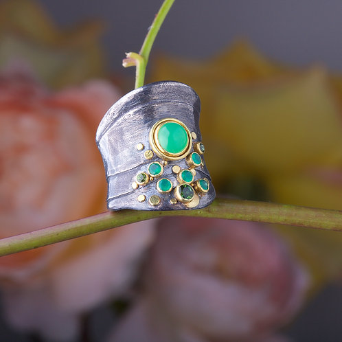Chrysoprase and Tourmaline Ring (05843)