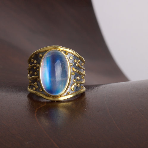 Moonstone and Gold Ring (05783)