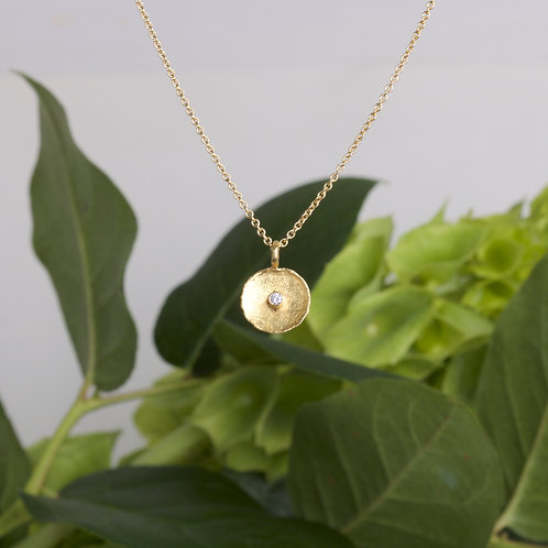 Gold Dish Pendant (06589)