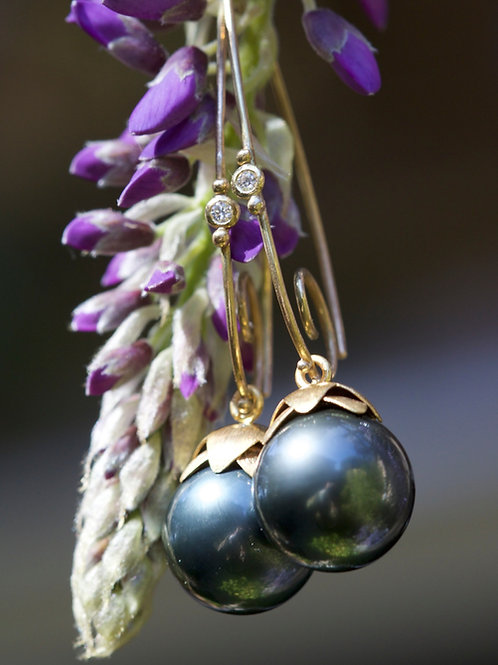 Hanging Tahitian Pearl and Diamond Earrings (05812)