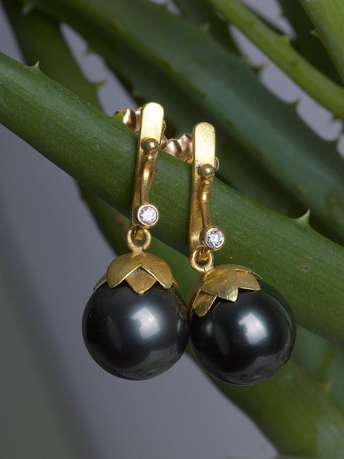 Tahitian Pearl and Diamond Earrings (06036)