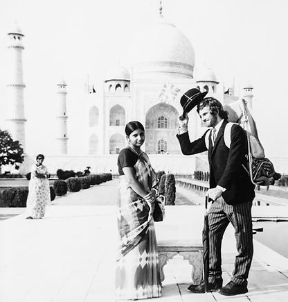 Sir Ken Potter diplomatically greets Indian lady at the Taj Mahal