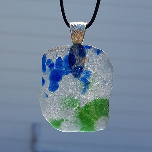 Speckled pendant necklace