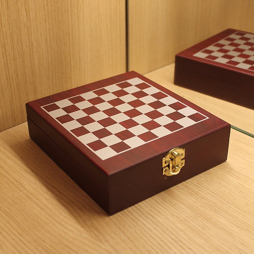 Wooden chess game small format
