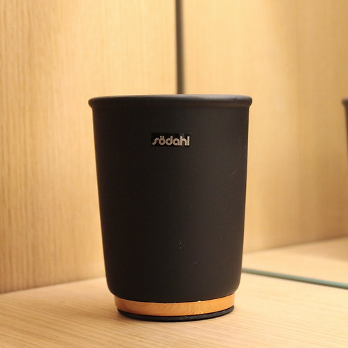 Black and gold bathroom cup