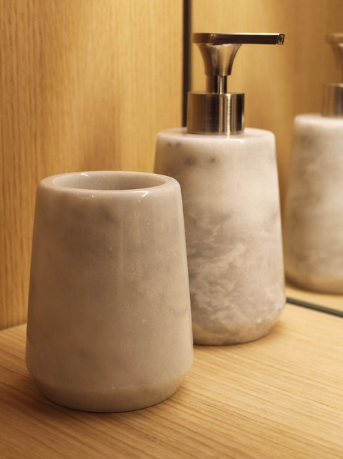 white marble cup
