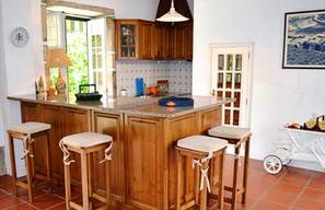 Kitchen seating area.jpg