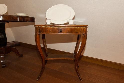Piccolo tavolino da lavoro con piano sollevabile del '900