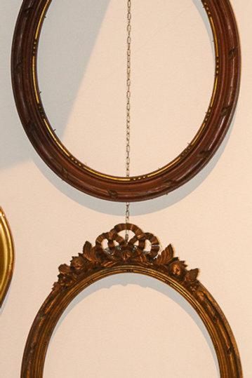 Cornice ovale in legno intagliato senza vetro, fine '800