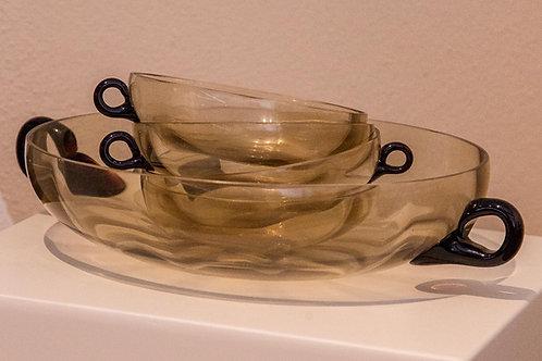 Vassoio e coppette in vetro di colore marrone