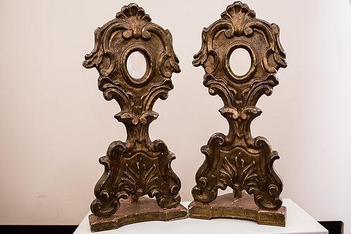 Coppia di reliquari dorati, con base, del '700, conservazione ottima