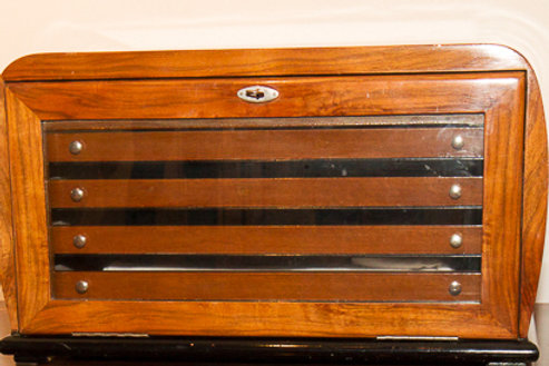 Cassettiera portaposate impiallacciata della seconda metà del '900