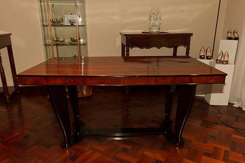 Elegante tavolo da sala a piano rettangolare e gambe mosse nere