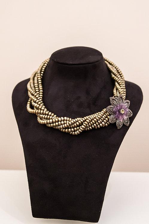 Raffinata collana a 7 fili, perline color oro a torchon, chiusura a spilla
