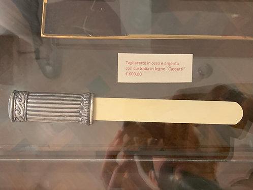 """Tagliacarte in osso e argento con custodia in legno """"Cassetti"""""""