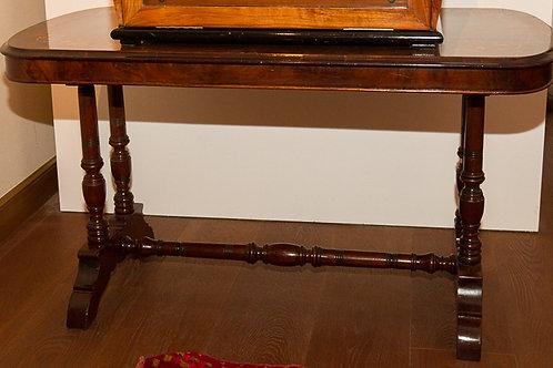 Tavolino in noce intarsiato del primo '900
