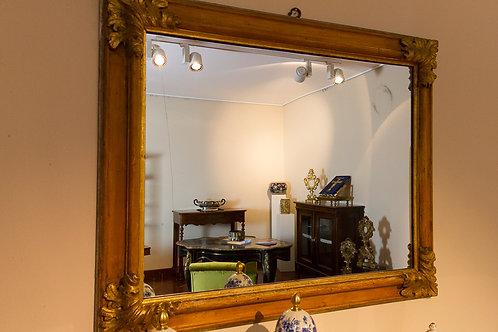 Imponente specchiera dorata rettangolare con foglie d'acanto agli angoli, primi