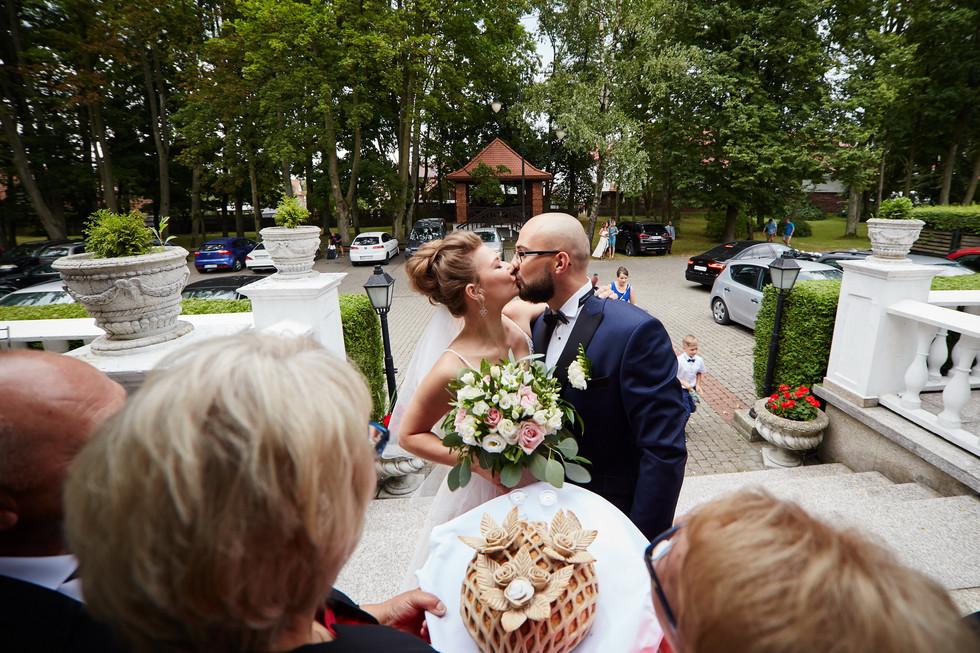 całus przed wejściem na selę wesleną