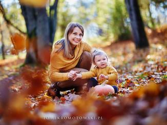 dziecko i mama jesienią