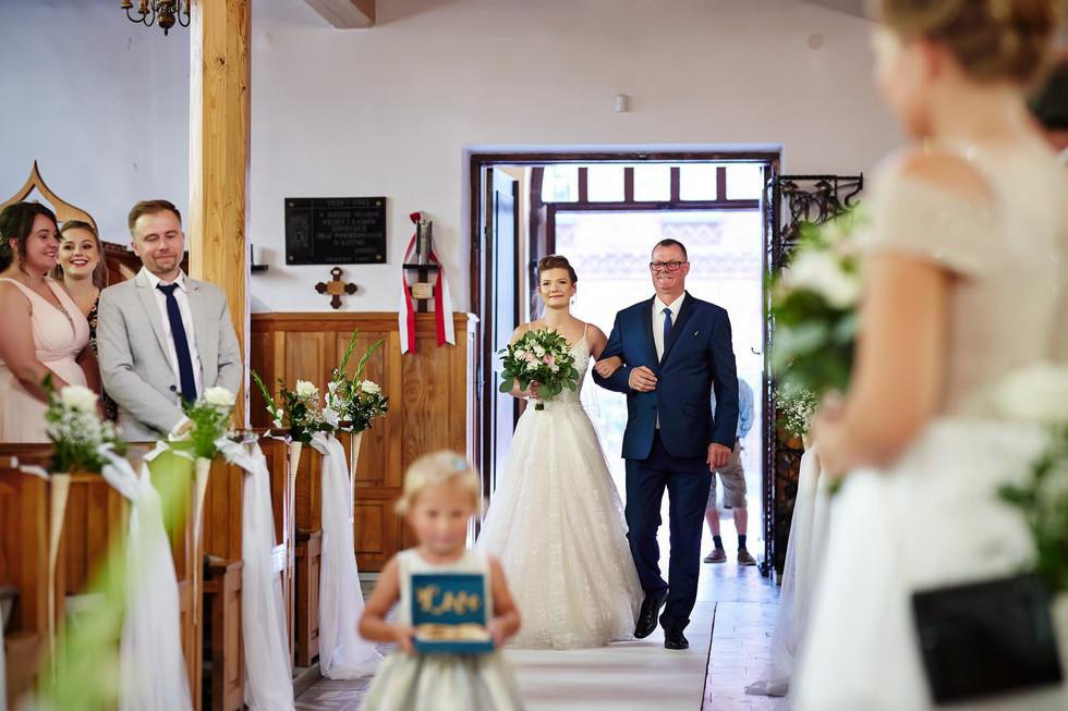 wejście do kościoła z Tatą panny młodej