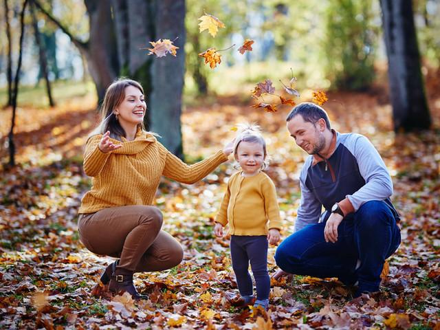 sesja zdjęciowa jesienią rodzina
