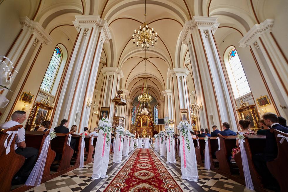fotogtafia ślubna Olecko, kościół dobrzyniewo