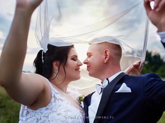 para młoda na plenerze ślubnym