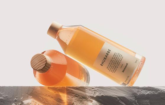 Menaud lance deux sublimes liqueurs: Camerise et Rhubarbe - bébé gingembre