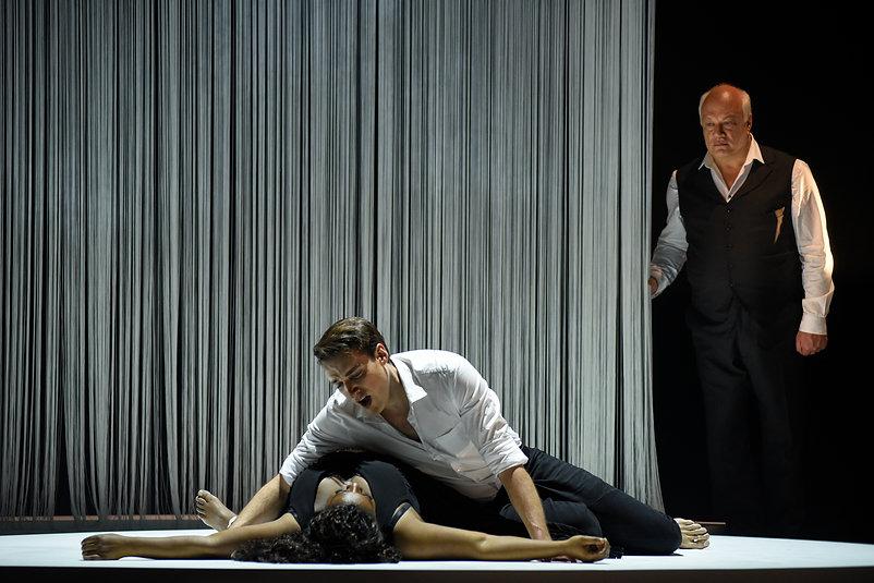 2 pièces à ne pas manquer au Théâtre du Nouveau Monde en mars - Le Mystère Carmen + Britannicus