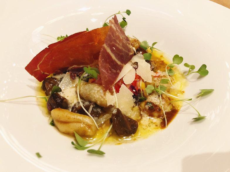 Gustave - Gnocchis poêlés aux escargots, jus de viande