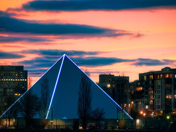 PY1 - la pyramide de Guy Laliberté