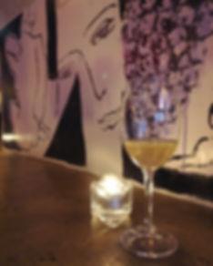 Femme à la Fontaine bar à Vin nature