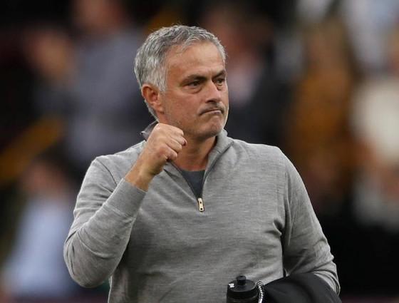 Jose Mourinho Makes Triumphantic Return To English Premier League