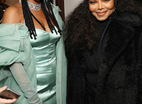 Rihanna Receives The Fashion Awards' Urban Luxe Prize