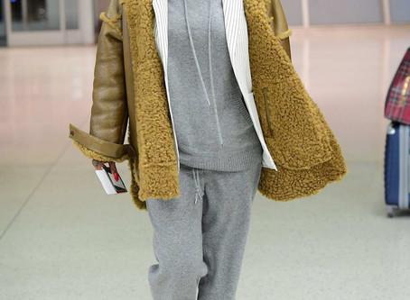 Casually Dressed Rihanna Bumps Into Sir McCartney On London Flight