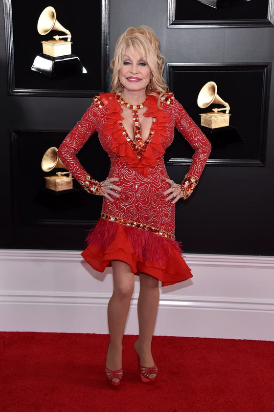 Dolly Parton To Launch Beauty Brand In 2021