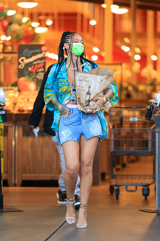 Rihanna Buys Own Grocery In Trendy Outfit