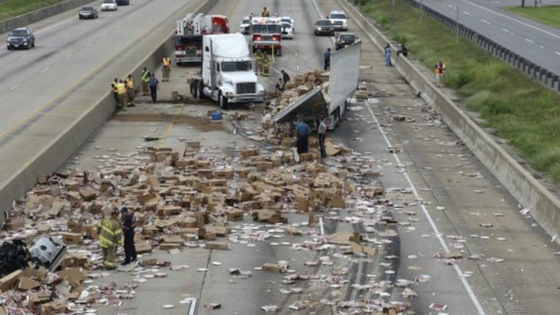 World: Pizzas Everywhere In Arkansas Interstate 30 Freeway As Truck Crashes