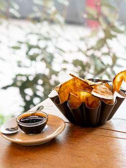 Chips de berengena con autentica miel de caña de convento