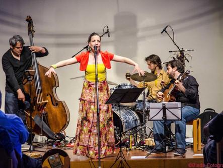 Schwebende Songpoesie zwischen Bossa und Jazz