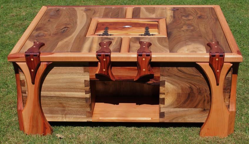 Kisten- Couch- Tisch