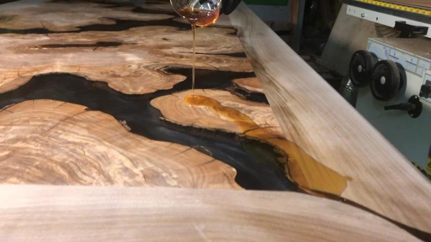 Oliven- Kunstharz- Tisch