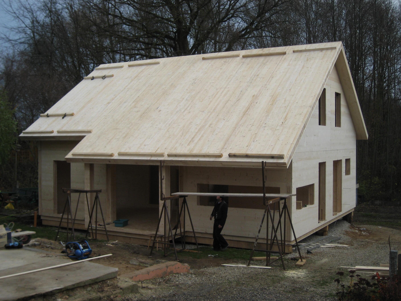 Holzhaus Dach mit Vollholzwand