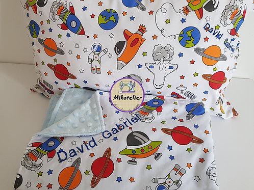 Set astronaut -perna decorativa si paturica